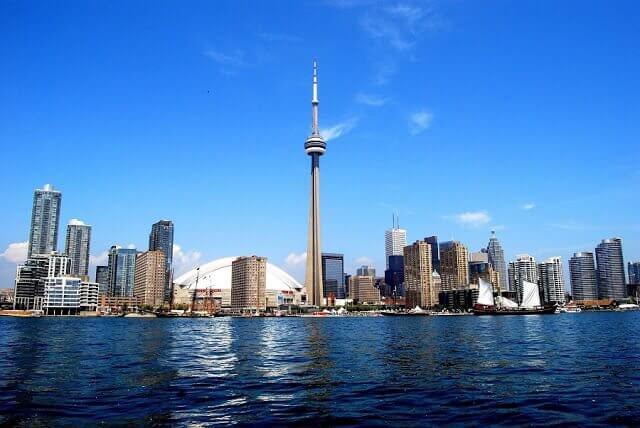 Como ir do aeroporto de Toronto até o centro turístico