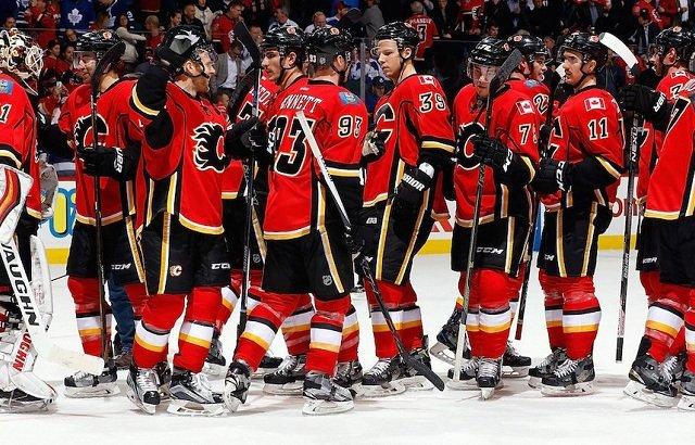 Assistir a um jogo de hóquei no gelo do Calgary Flames
