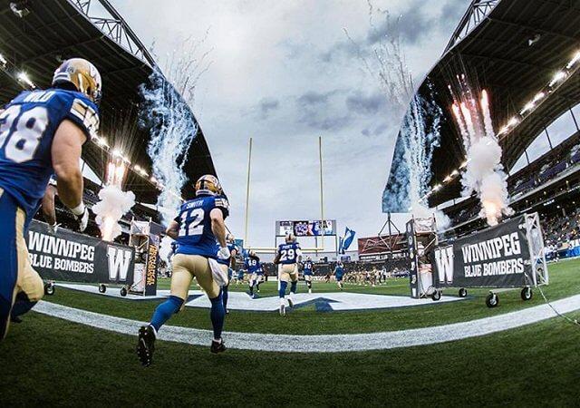 Assistir a um jogo de futebol canadense do Winnipeg Blue Bombers