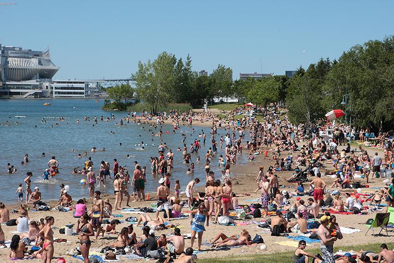 Praia Plage Jean-Doré em um dia de verão em Montreal