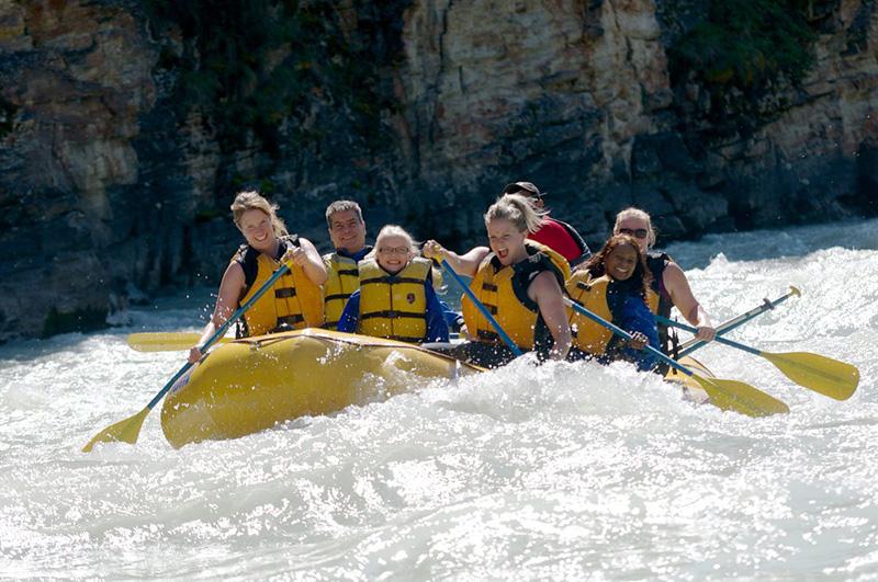 Diversão no Rafting no Parque Nacional em Jasper