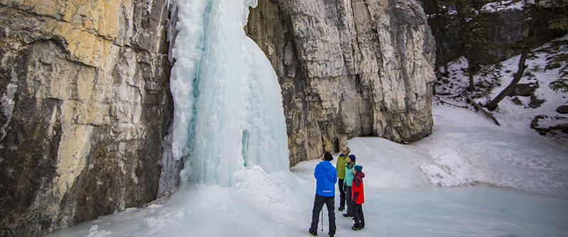 Base da cachoeira Johnston Canyon Icewalk em Banff