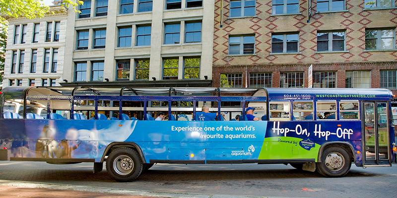 Ônibus Hop-On Hop-Off pelas ruas de Vancouver
