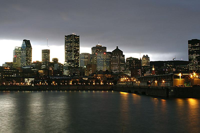 Cair da noite em Montreal