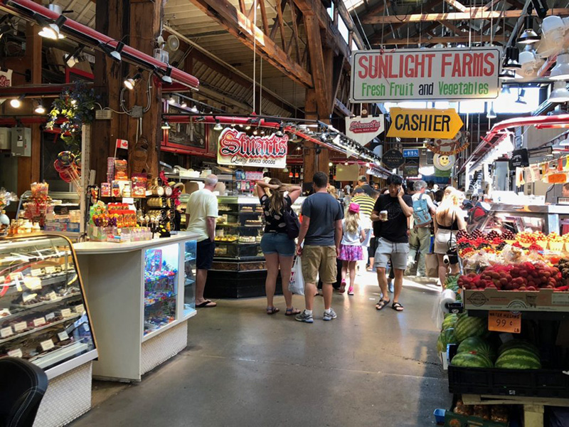 Interior do Mercado de Granville Island em Vancouver