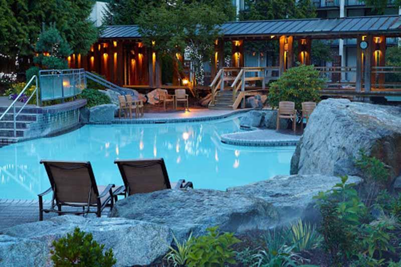 Área externa do Spa Harrison Hot Springs em Vancouver