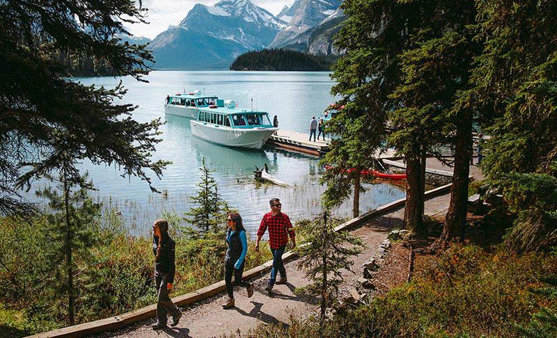 Grupo no Maligne Lake Cruise em Jasper
